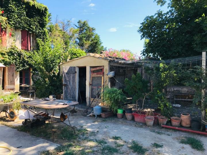 Aux portes d´Avignon, la ferme familiale LaReboule
